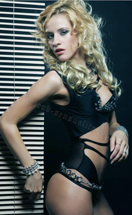 Carole blonde pulpeuse pour baise hard au tel rose