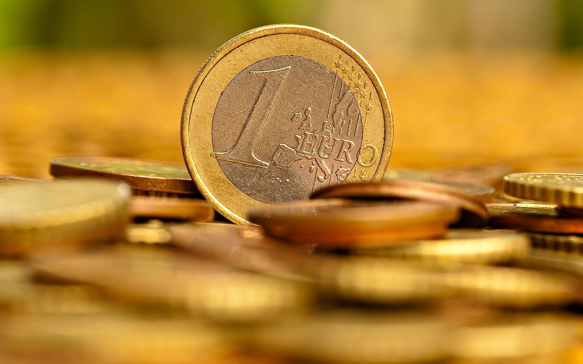 https://www.blog4ever-fichiers.com/2015/02/795389/Finance_Wallpapers_Money_One_euro_028682_.jpg