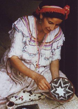 décoration d'une assiette motifs berbères