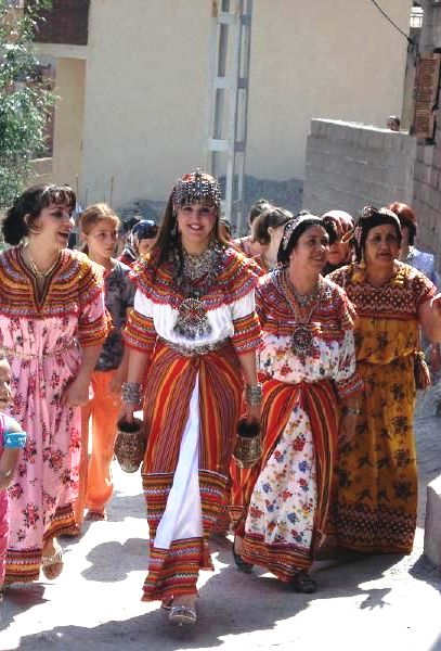 A quoi ressemble la robe traditionnelle kabyle