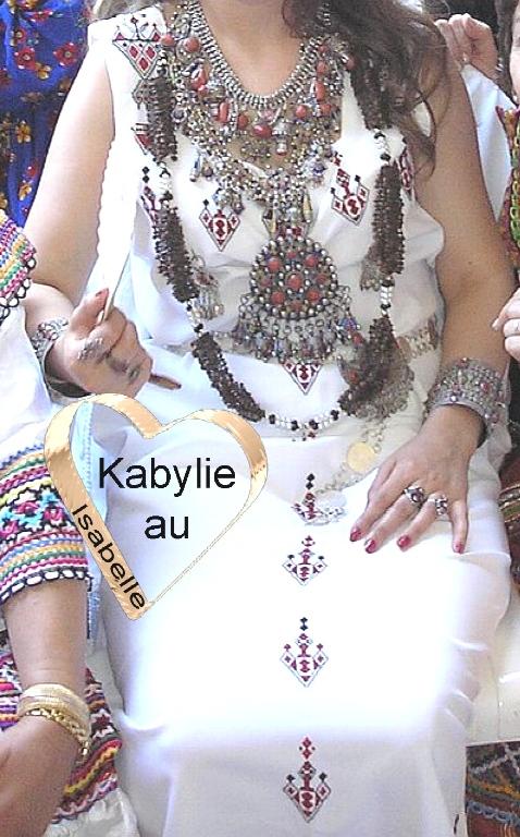 Découvrir le secret du collier avec clous de girofle de la mariée kabyle