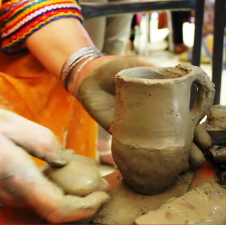 travail de la poterie par la femme kabyle
