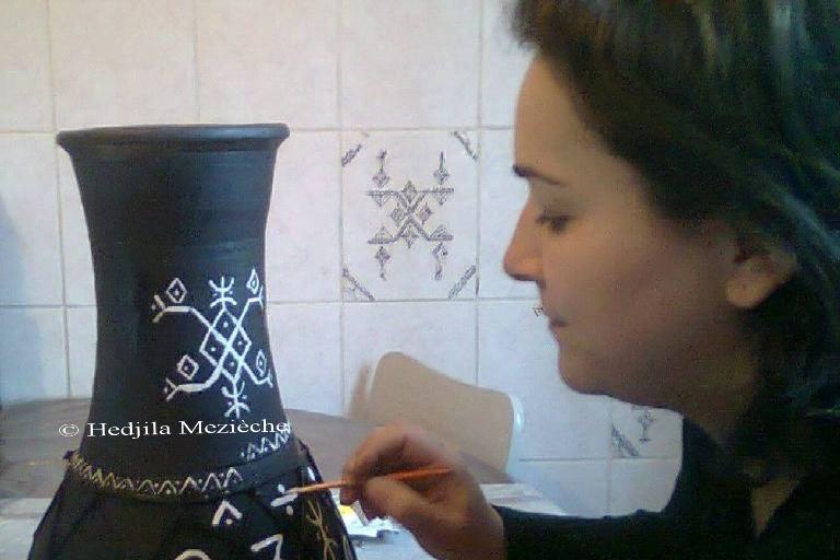 Berbère jusq'au bout des doigts, découvrir l'art d'Hedjila Mezieche