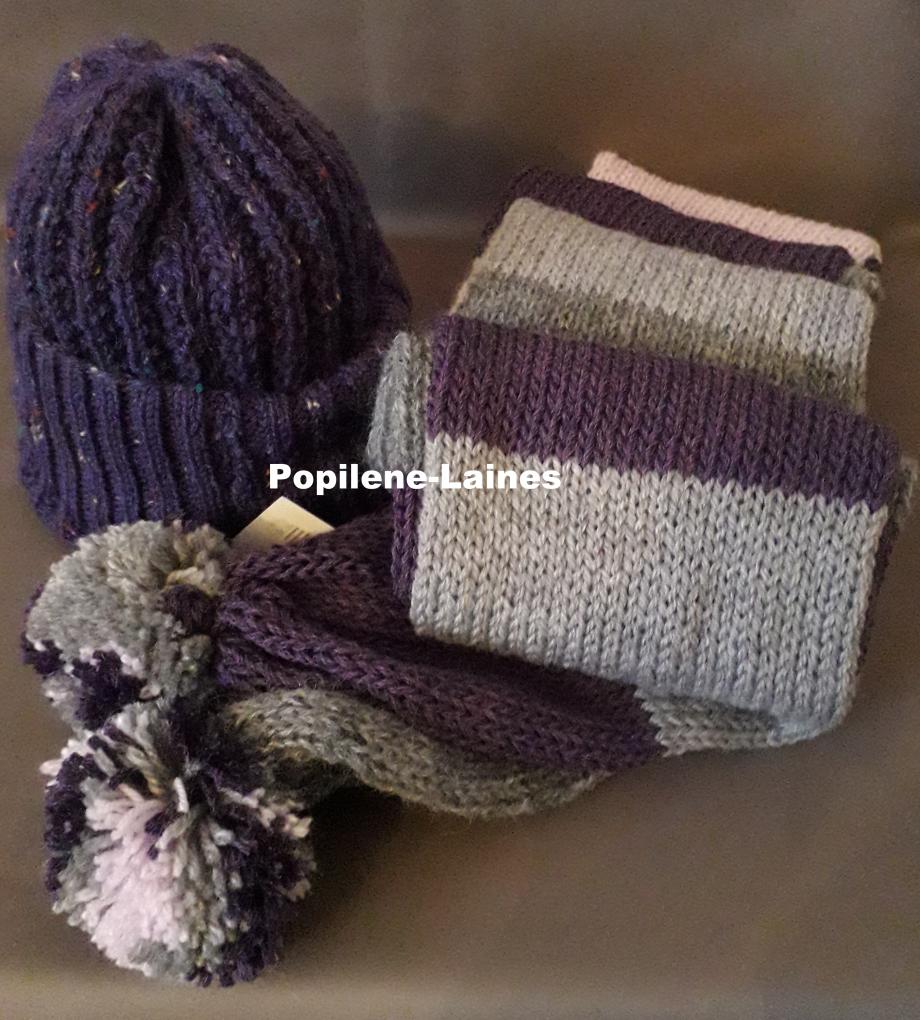 Bonnet tricoté en côtes anglaises, Echarpe réalisée au tricotin, elle mesure 2m de longueur sur 15 cms, elle est en double épaisseur Marque YARNS, différentes qualité de laine Le tout agrémenté de pompons en laine