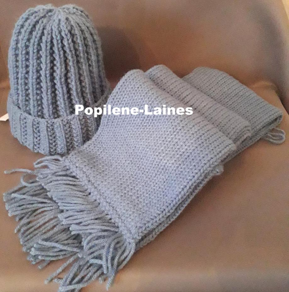 Bonnet tricoté en côtes anglaises, Echarpe réalisée au tricotin, elle mesure 1.60mde longueur sur 17 cms, elle est en double épaisseur Marque YARNS, qualité SAVER :100% DRALON ACRYLIQUE Le tout agrémenté de pompons imitation fourrure