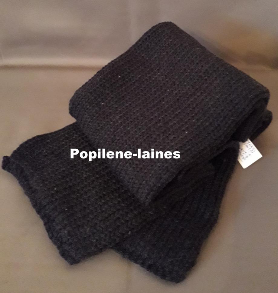 Echarpe réalisée au tricotin Longueur 1m20, largeur 17cms, tricotée en double Marque Yarns, qualité Saver : 100% Dralon acrlique