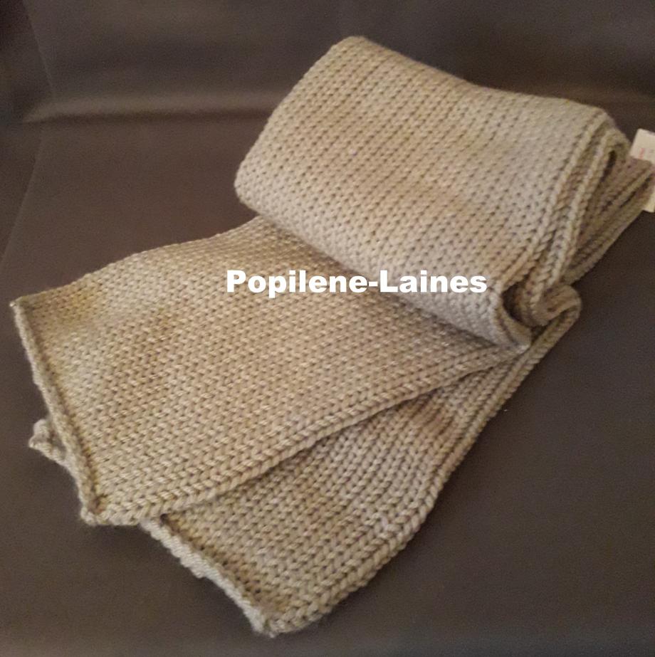 Echarpe réalisée au tricotin Longueur 1m35, largeur 17cms, tricotée en double Marque Yarns, qualité Saver : 100% Dralon acrlique