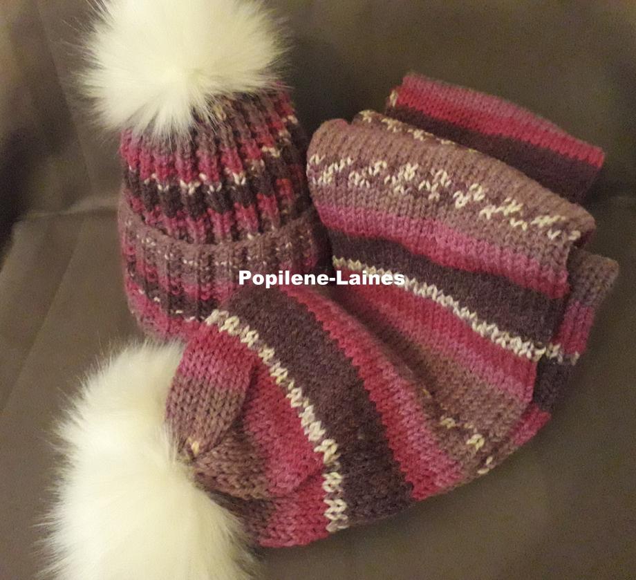 Bonnet tricoté en côtes anglaises, Echarpe réalisée au tricotin, elle mesure 2m de longueur sur 16 cms, elle est en double épaisseur Marque YARNS, qualité Jacquart :50%laine, 50%acrylique Le tout agrémenté de pompons imitation fourrure