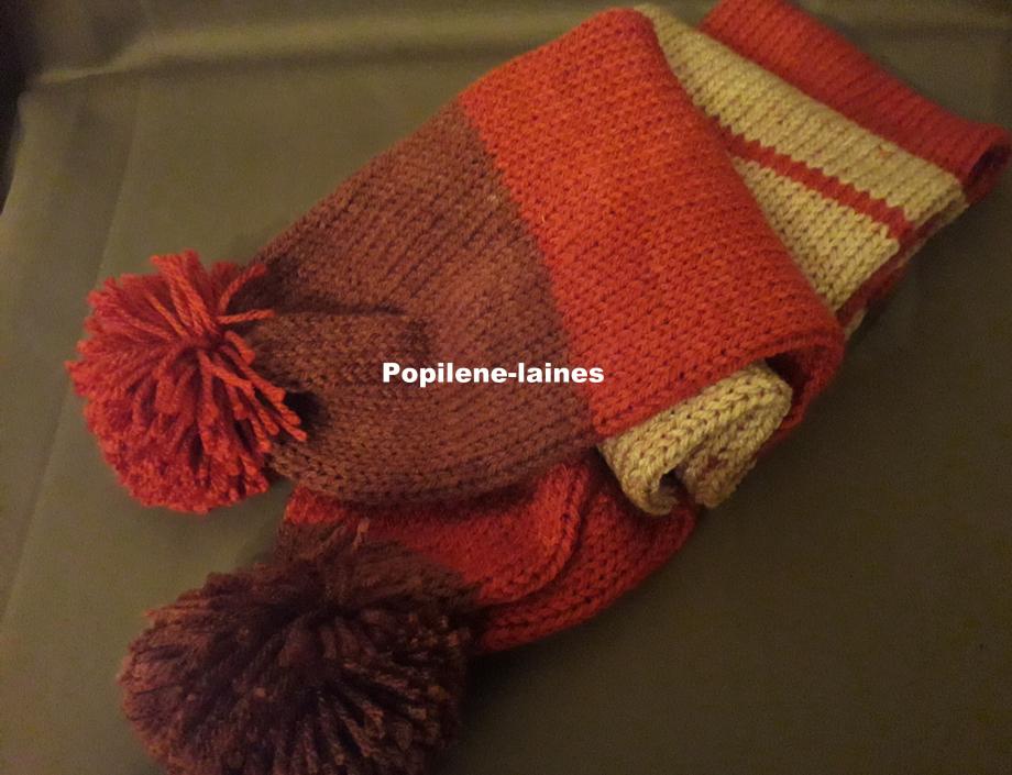 Echarpe réalisée au tricotin, elle mesure 1.60m de longueur sur 16 cms, elle est en double épaisseur Marque YARNS, qualité 100% acrylique