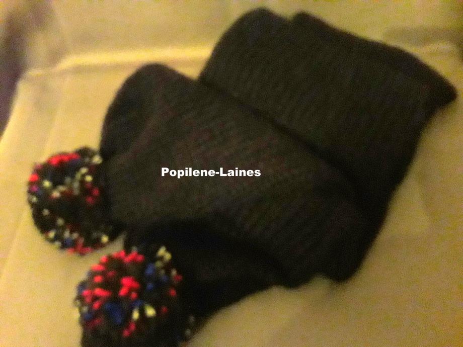 Echarpe réalisée au tricotin, elle mesure 1.70m de longueur sur 20 cms, elle est en double épaisseur Marque YARNS, qualité summer : 80% laine, 20% acrylique