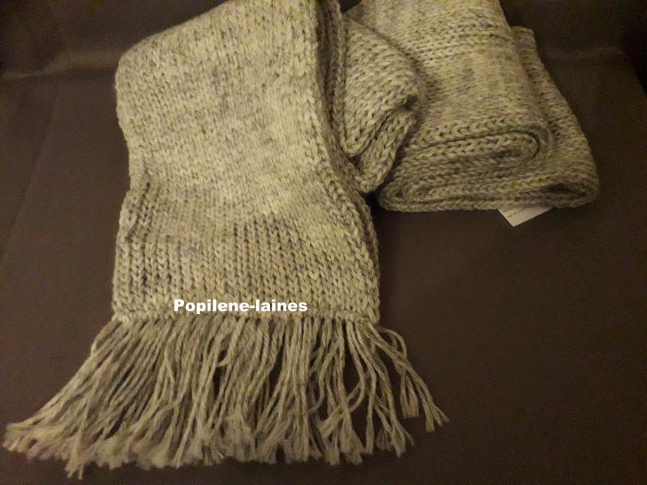 Echarpe réalisée au tricotin, elle mesure 2m de longueur sur 16 cms, elle est en double épaisseur Marque YARNS, qualité Nébio Woll :43% acrylique, 54% laine, 3¨% viscose
