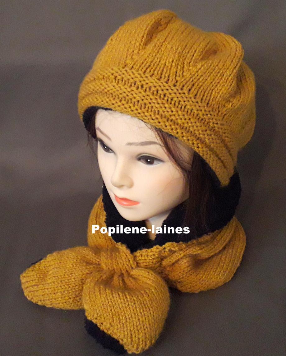 Ensemble bonnet et écharpe doublée Le bonnet est tricoté au point de godron et jersey, il est doublé sur la hauteur du point godron. L'écharpe doublée est un tour de cou Marque Yarns, qualité Favorite : 100% acrylique