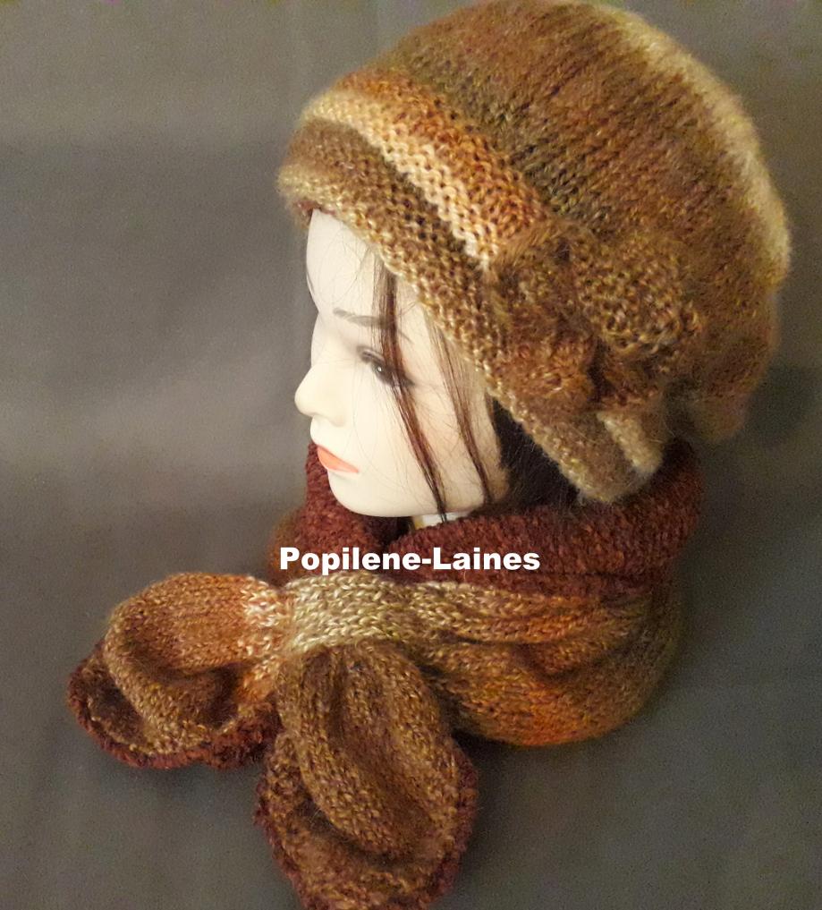 Ensemble bonnet et écharpe doublée Le bonnet est tricoté au point de godron et jersey, il est doublé sur la hauteur du point godron. L'écharpe doublée est un tour de cou Marque Yarns, qualité Apaca Mohair : 20% alpaca, 55% acrylique et 25% mohair