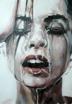 visage torturé de femme sous la douche.jpg