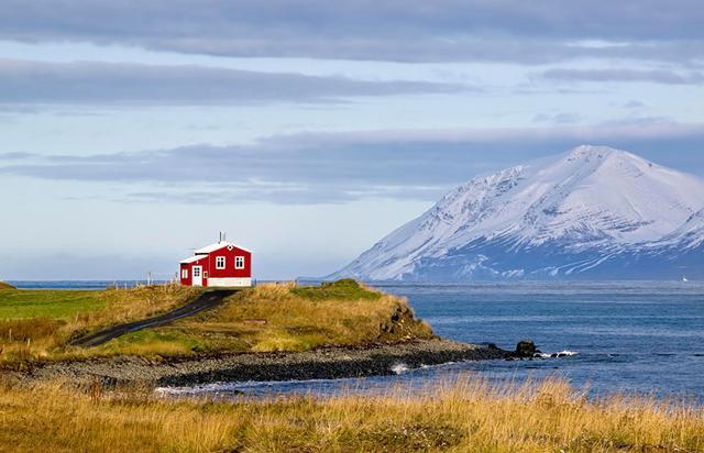 maison seule au monde islande.jpg
