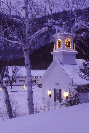 Eglise dans une nuit neigeuse.jpg