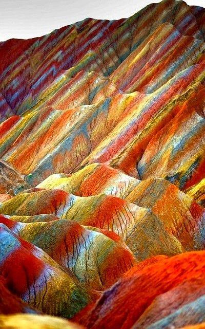 flancs montagne colorés chine.jpg