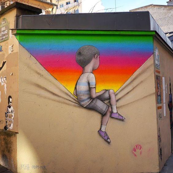 mur enfant découvrant arc en ciel.jpg