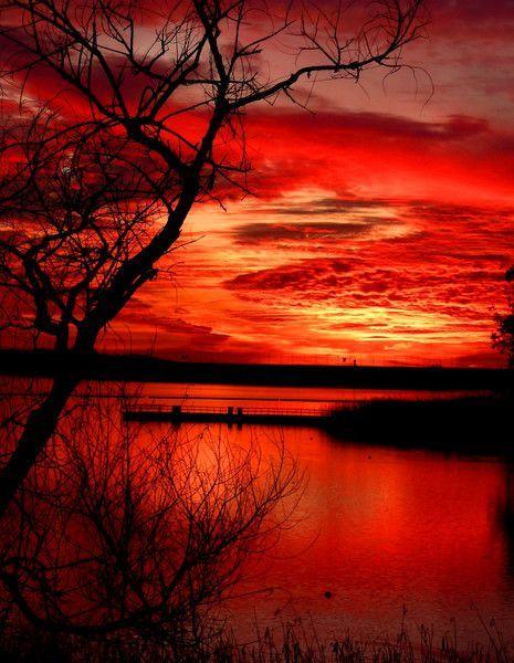 ciel rouge sur lac.jpg