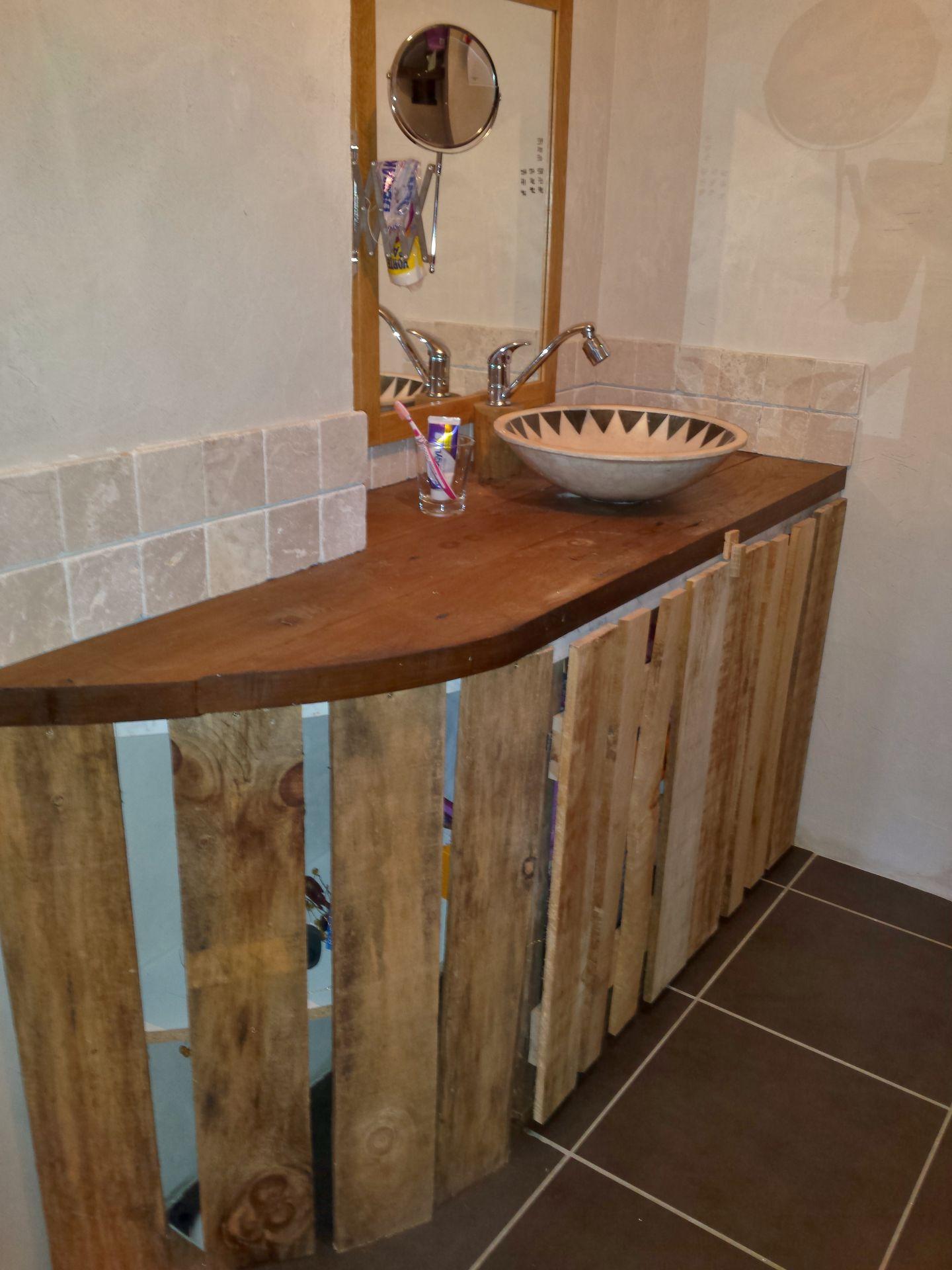 un meuble sous lavabo sympa et pas cher cabane peinture palettes techniques petits bricolages. Black Bedroom Furniture Sets. Home Design Ideas