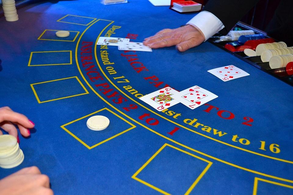 cards-1437776_1920.jpg