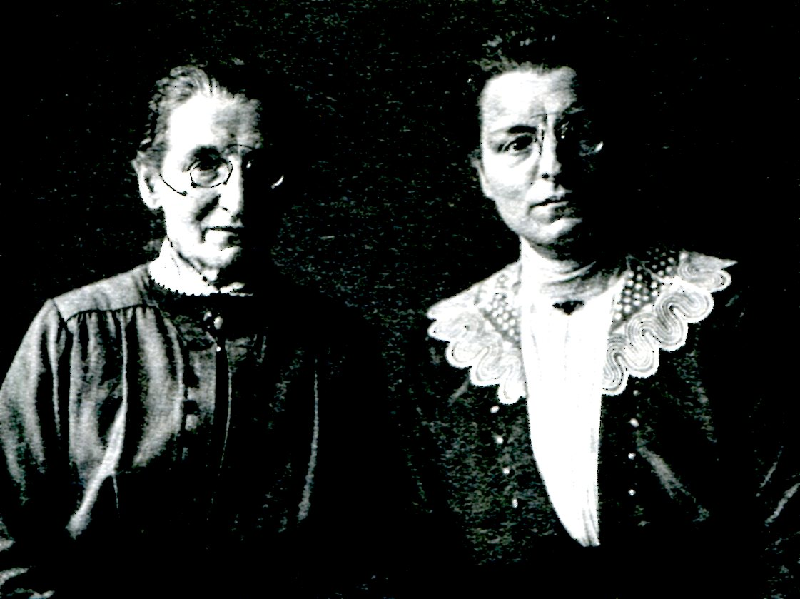 1920 Sanders August Institutrices.jpg