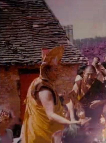 Dhagpo 16 ème Karma et Lama Singpenla. 1977.jpg