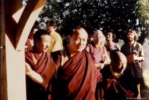 Kempo Stultrim 16 ème Karmapa et Lama Sigpenla. Dhagpo 1977.jpg