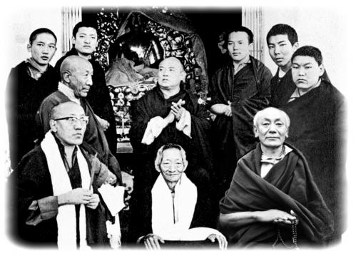 Bokar R.Pawo R. Gyaltsap R. Shamar R. Kalu R.           16 ème Karmapa.Sitou R. Jamgon Kontrul R.            Beru Kyentsé R. Guendunne R.(DR).jpg