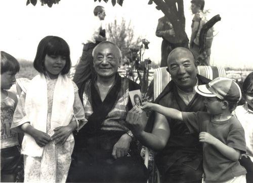 ....., Cécile, Lama Guendune, Tenga rinpotché, Simon et Mathieu.