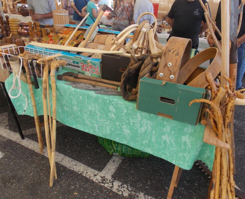 colliers en bois et aiguillons.PNG