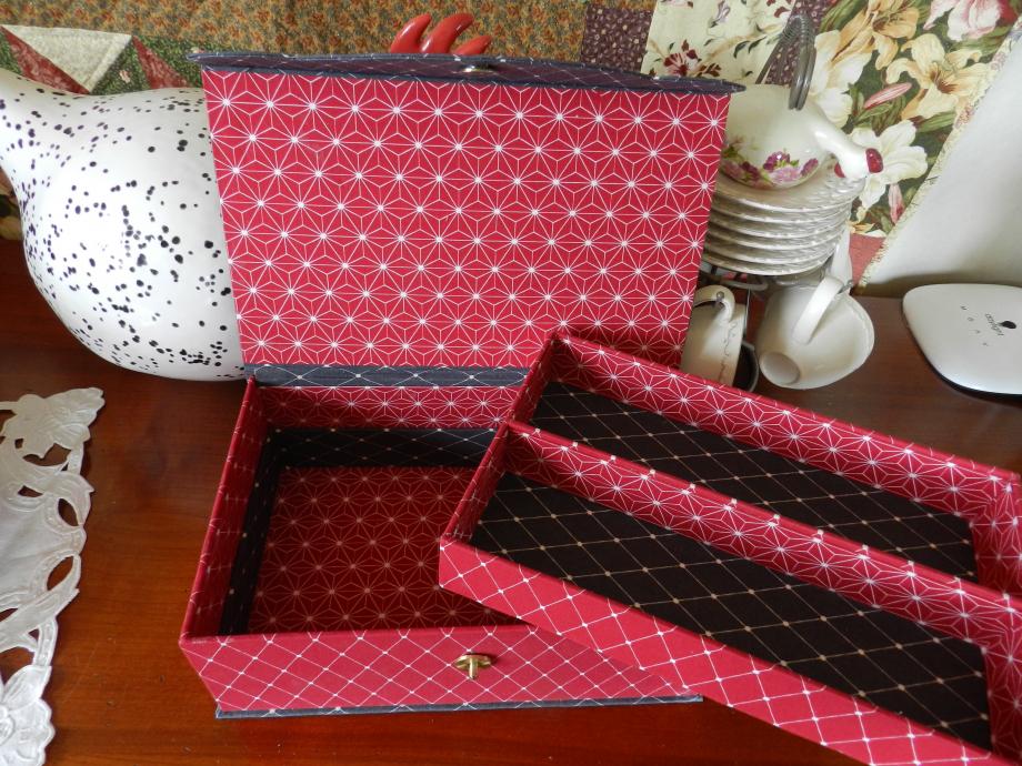 boîte rouge et gris 003.JPG