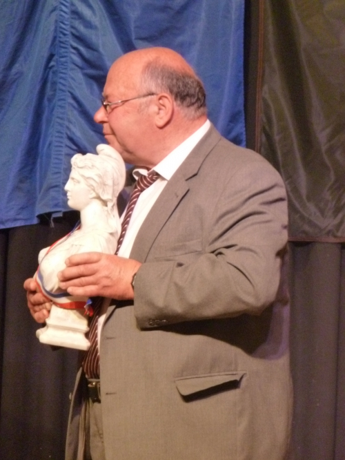 Kurt Janson maire de Bockenheim reecvant la Mariane.JPG