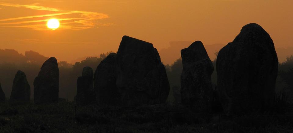 pierres et coucher de soleil.jpg