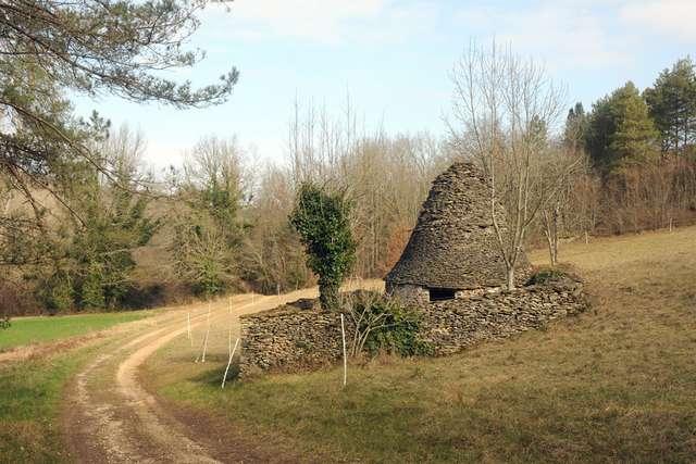 07 - La Brousse - Cabane en pierre et son enclos.jpg