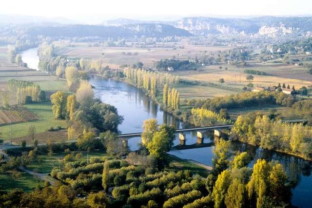 11 - La vallée de la Dordogne depuis la barre de Domme.jpg