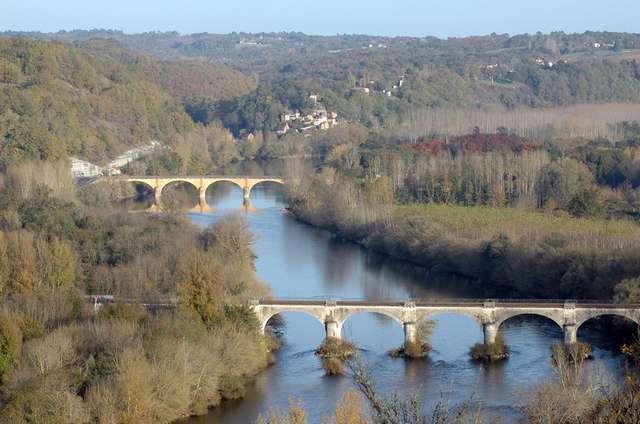 20 - La Dordogne vue du nid d'aigle au-dessus du Buisson.jpg