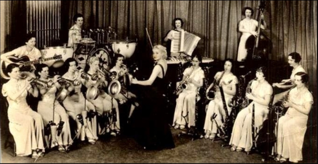 03 Ray Hutton and her melodears (1934).jpg