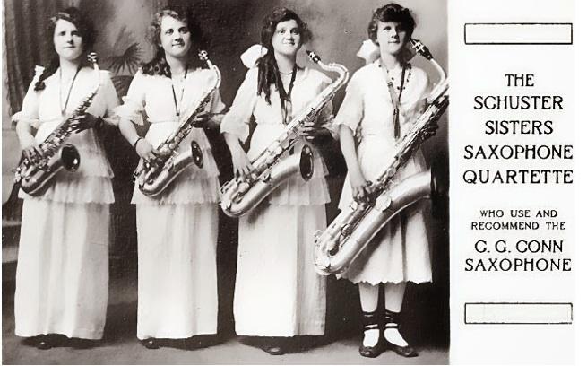 04 The Schuster Sisters Saxophone Quartette (= 1915).jpg