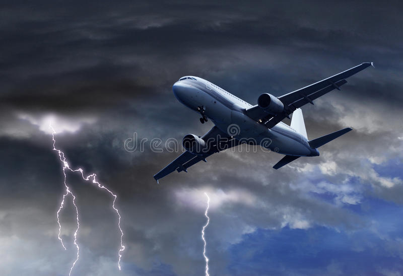 orage-de-approche-d-avion-d-air-de-passager-49143072.jpg