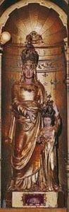 Statue miraculeuse Sainte Anne d'Auray.jpg