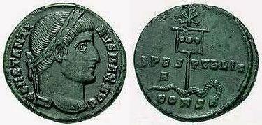 Pièce de Constantin avec le labarum au verso.jpg