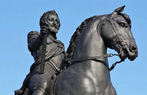 Détail de la statue équestre d'Henri IV au Pont-Neuf.jpg