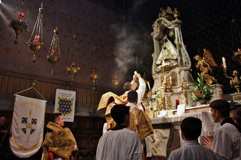 5 - l'élévation du Sacré Corps du Christ.JPG