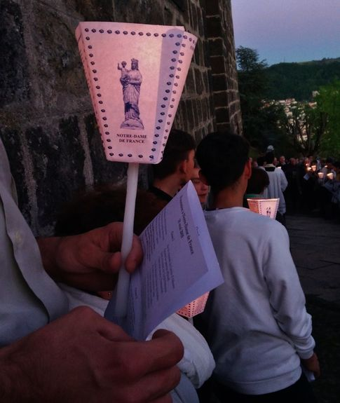 7 - procession aux flambeaux.jpg