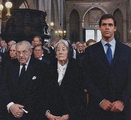 Duc de Bauffremont avec la duchesse de Ségovie et Louis XX.jpg