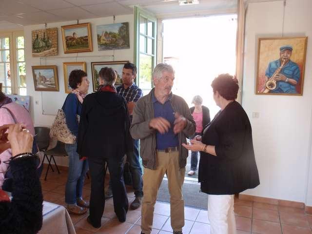 30 Lisette accueillie par le Maire de Savignac.jpg