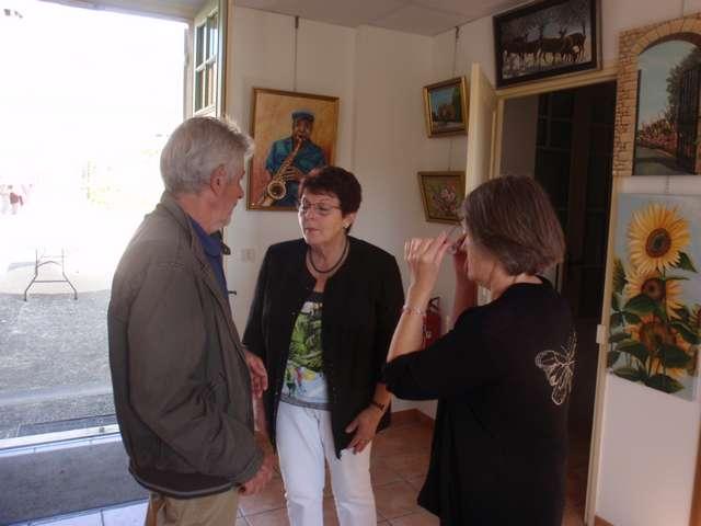 31 Lisette accueillie par le Maire de Savignac.jpg