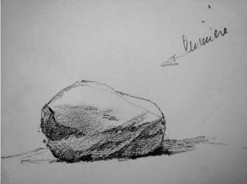 Avec un crayon 2B, puis 4B revenir dans la zone d'ombre pour marquer plus fortement les creux et les fissures dans la pierre
