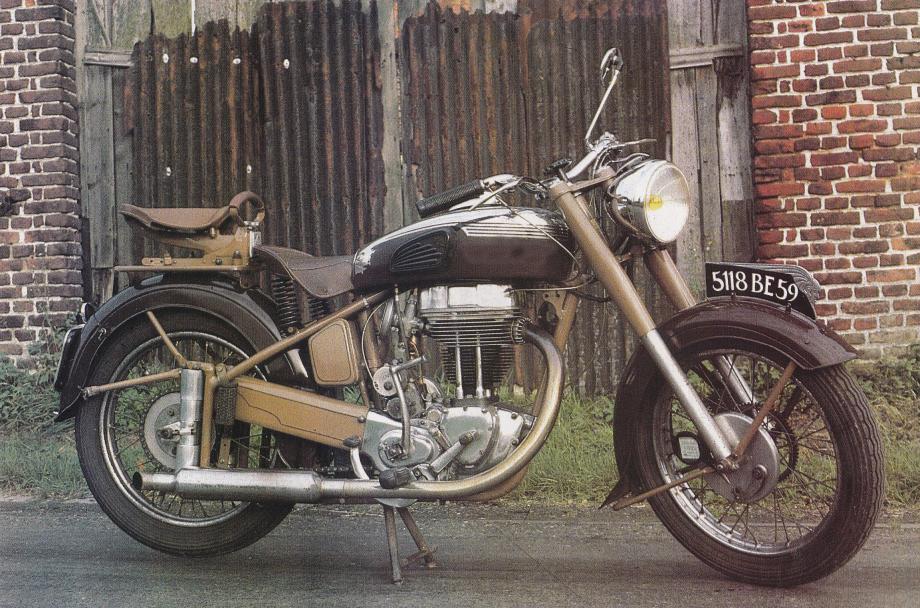 Q102 quest motobécane 350cc R46C superculasse 1949.jpg